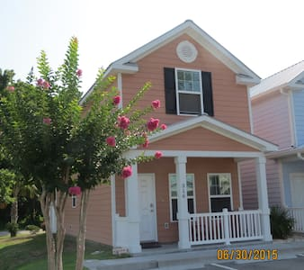 Affordable Vacation Home one Block to Beach - Myrtle Beach