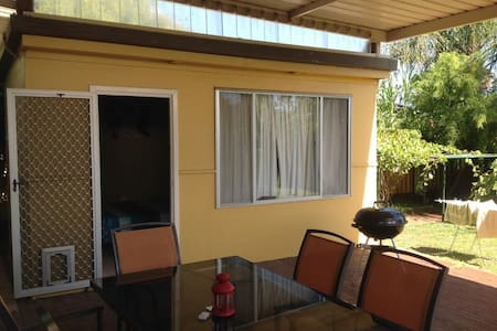 Cozy, quiet, near Perth CBD and airports - Morley