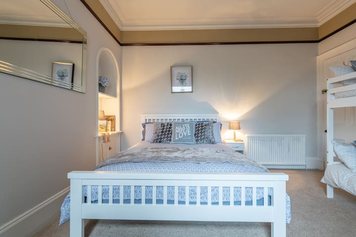 The Castle B&B 4 - City Centre Bed and Breakfast