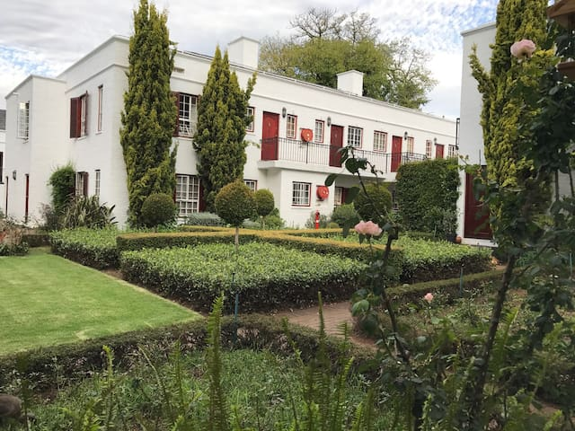 Beautiful Saxonwold Garden Apartment - Johannesburg - Daire