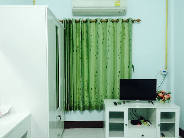 Cozy room with air con + hot shower at Ao Nang