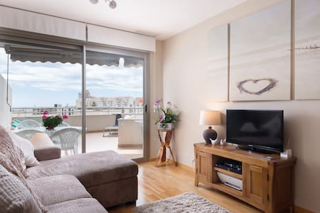 Luxury 2 Bedroom Beach Apartment with Terrace