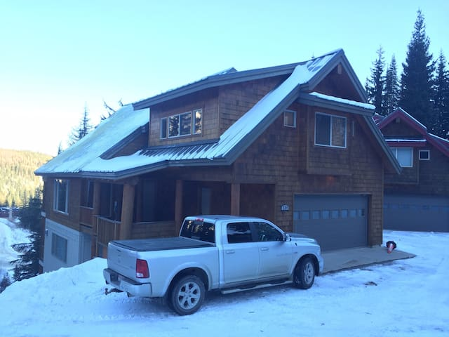 Large private home at Schweitzer!!