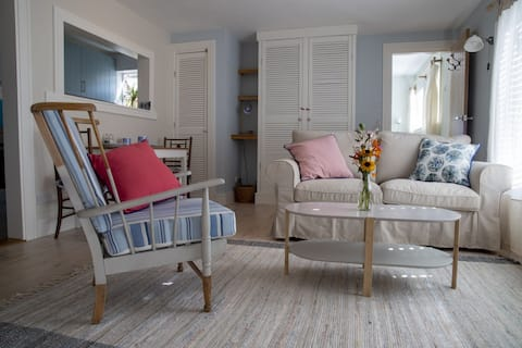 NEW LISTING Bright cosy one bed cottage Porthleven