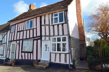 Stunningly appointed Medieval House- 1 dog allowed