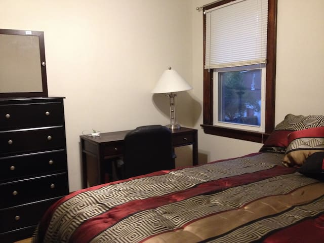 Private room near UC, Hospitals, Zoo - Cincinnati - Apartemen