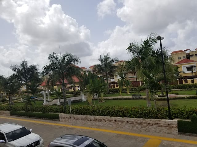 Condominio cerrado con Seguridad, área verde y paz