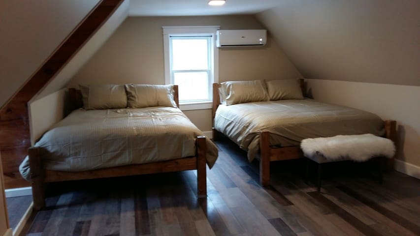 Emma's Place: Room 2