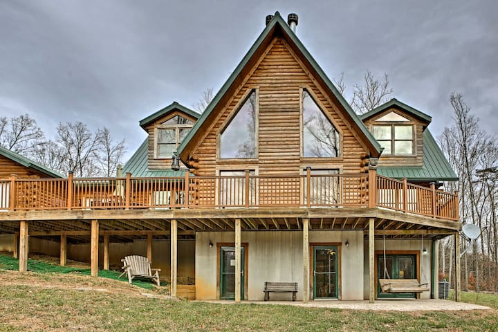 NEW! 6BR Underwood Cabin w/40 Acres & Private Lake