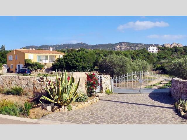 Villa a la Mendula (Arzachena - Baja Sardinia)