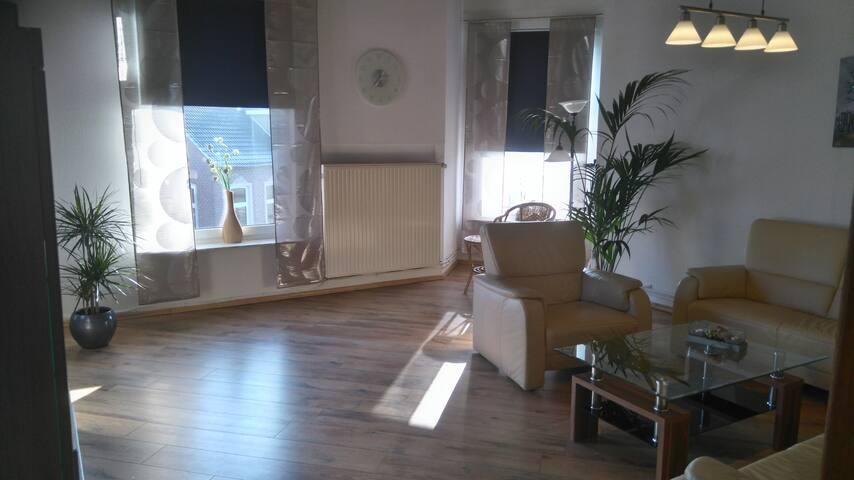 Bright, large living room  Helles, großes Wohnzimmer