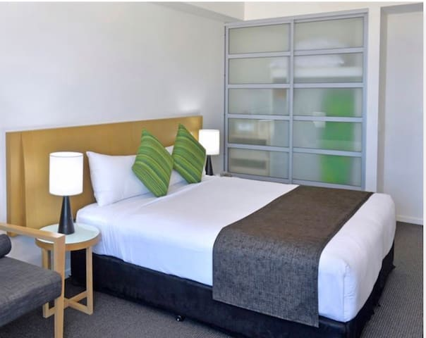 City centre 5*secure hotel apt for female visitor