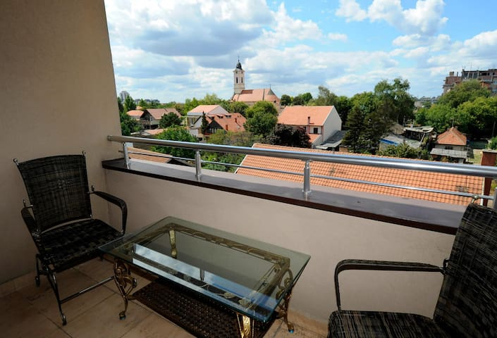 Lovely flat with a sunny balcony  - Belgrad - Apartament