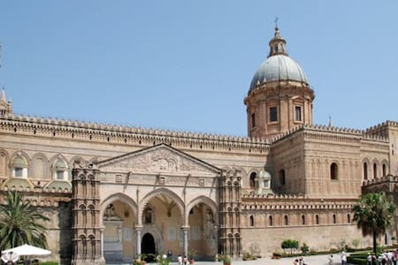 Very nice loft in front of the Cathedral - Palermo