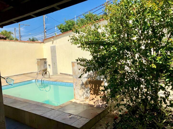 Casa com piscina a 300 mt da praia Jardim Suarão
