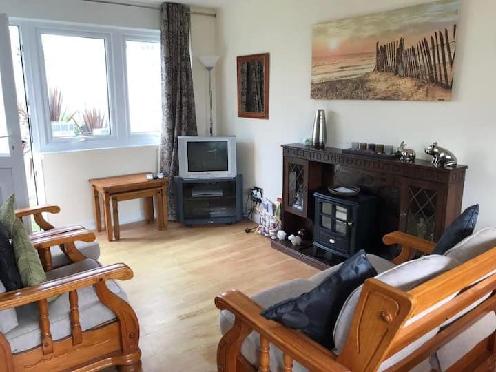 Welsh style 2 Bedroom Beachside Holiday Home