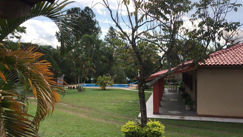 Chácara com lazer completo, área verde e diversão