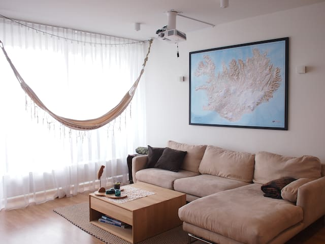 Bright apt! Town center, swim, nature - 5min walk - Mosfellsbær - Apartamento