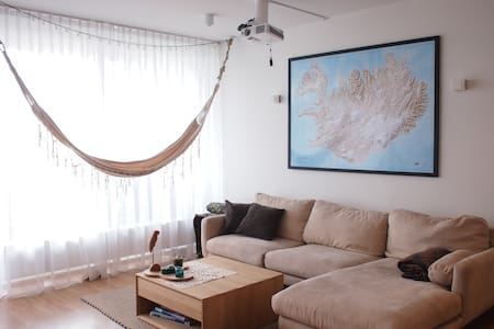 Bright apt! Town center, swim, nature - 5min walk - Mosfellsbær - Wohnung