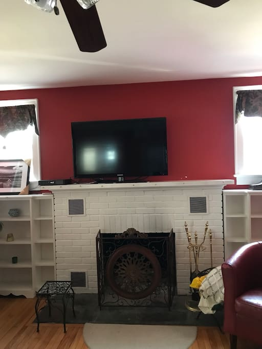 FREE Wi-fi, cable, internet Fully furnished house 3 TVs  Tastefully decorated!