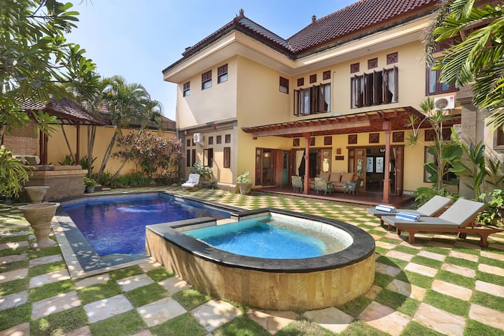 """Spacious mansion for whole group,highlyrecommend"" - Seminyak - Vila"