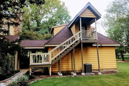 THE CEDARS cozy loft apt. on private acreage.