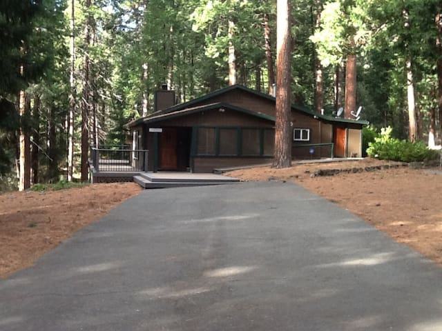 Near Sierra at Tahoe, Sleeps 6 - Kyburz - House