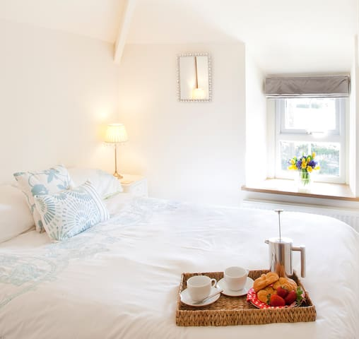 Superb dog friendly cottage near Porthcothan Bay - Saint Merryn - Vacation home