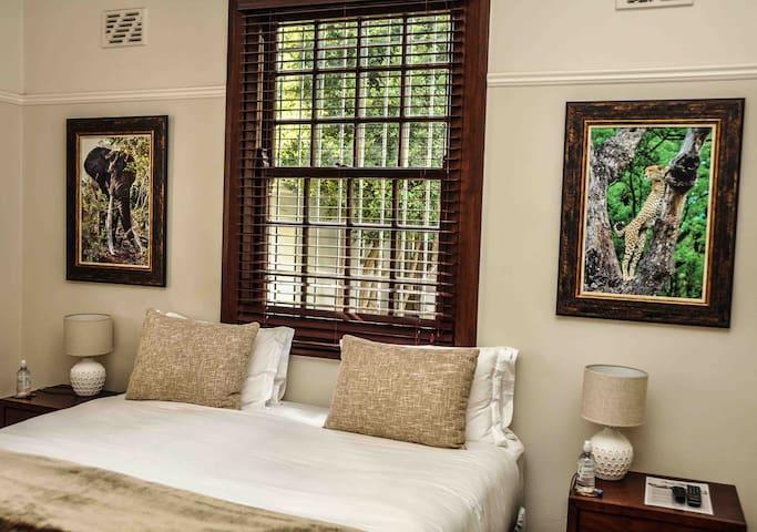 Casa Mila elegant suite in Newlands