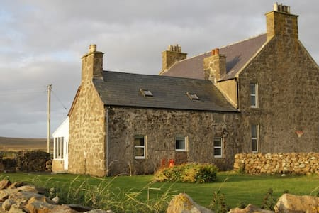 Cottage attached to family house. - Baltasound/Unst/Shetland - Dům