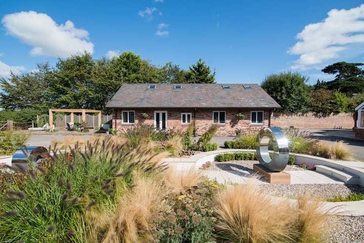 Spacious barn conversion with Free WiFi  & Netflix