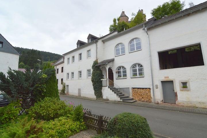 Maison de vacances moderne à Mürlenbach près de la rivière