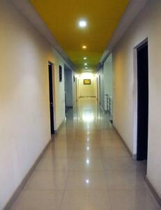 Clean rooms, Excellent Location - Virajpet - Virajpet - Andere