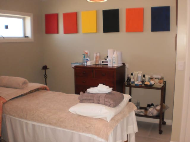 The spa therapy room.  Gary is a trained massage therapist.  He can also do waxing, facials and spray tans if you would like.