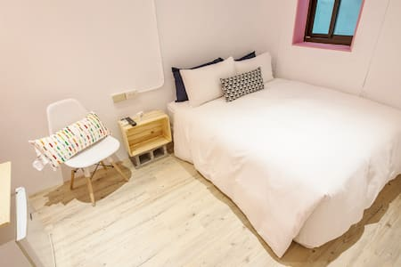 陸合苑市Liuhe House(粉紅)***幸福雙人房(A)***SWEET DOUBLE ROOM - Xinxing District