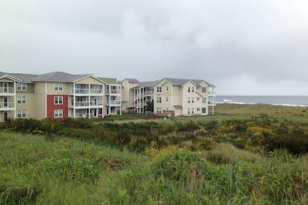 2B/2B Luxury Beachfront Condo - Westport