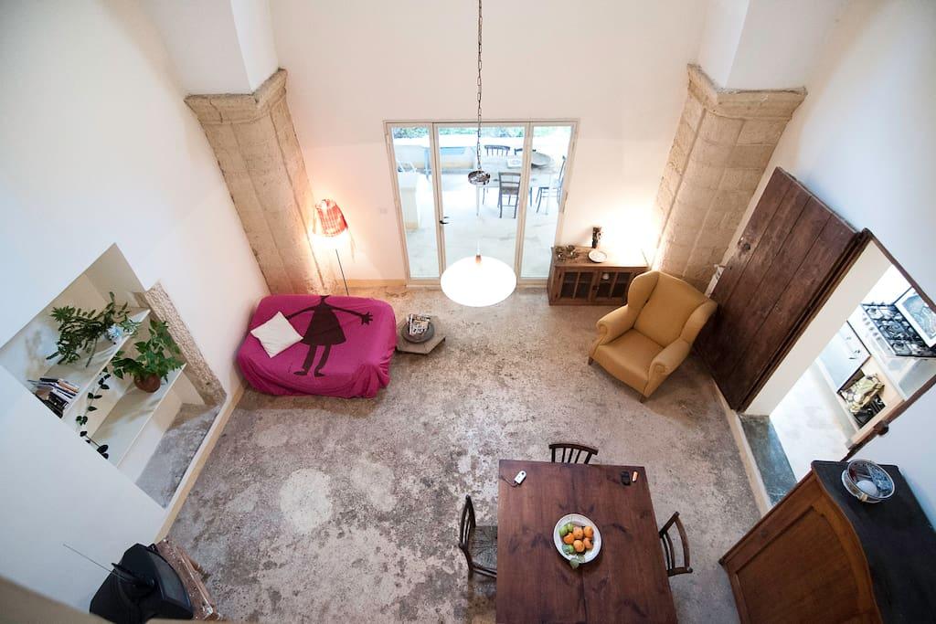 soggiorno ( visto dalla camera da letto al primo piano)