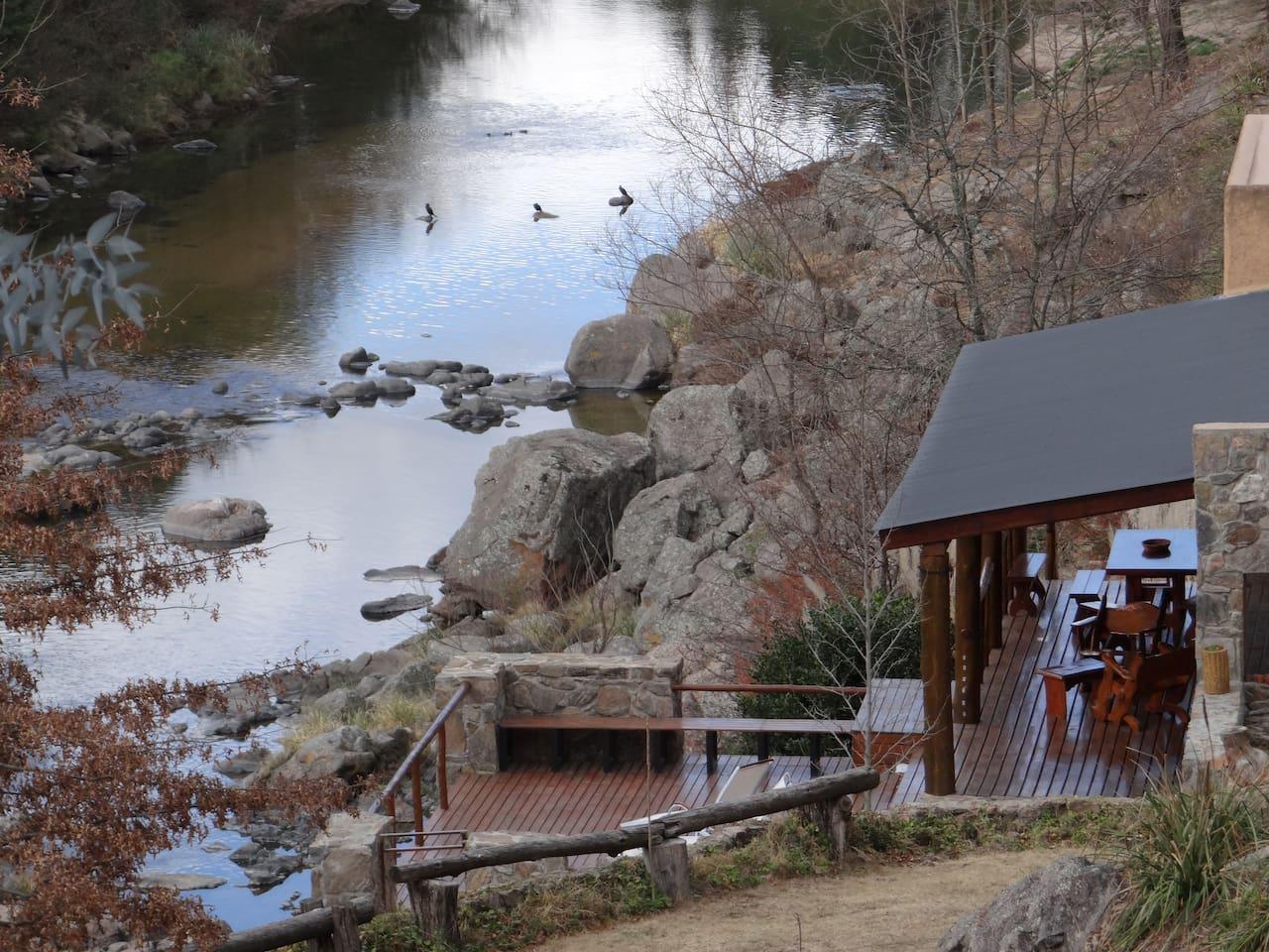 Casa de campo frente al Rio los Reartes en Atos Pampa.