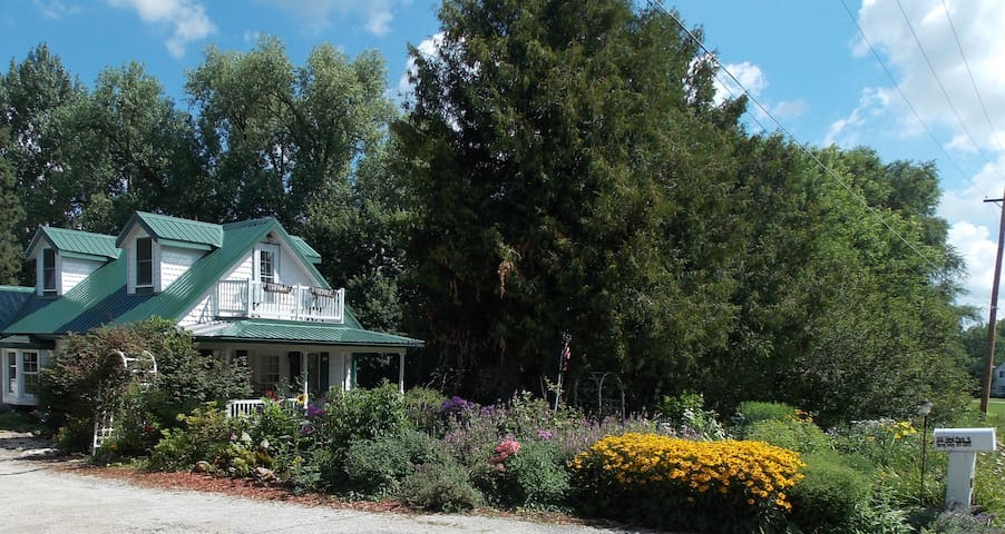 Whispering Winds: Beautiful 3 Acre Hobby Farm - Spring Valley - Ev