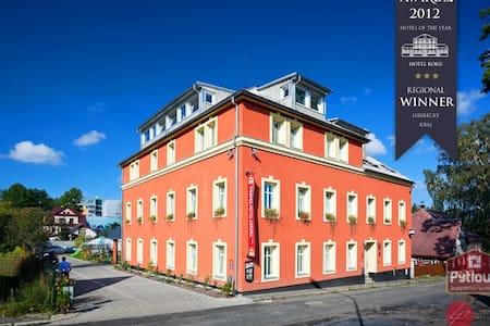 Dvoulůžkový luxusní apartmán - Liberec - Bed & Breakfast
