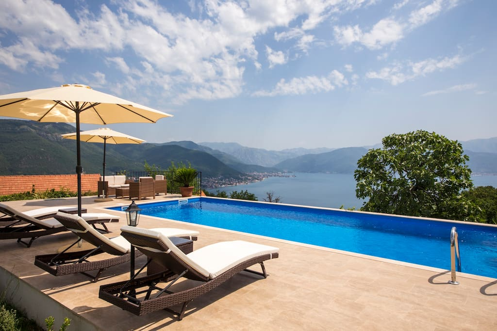 The ten metre pool has stupendous views of the sea and mountains