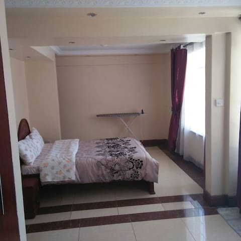 Newly Furnished 2br Apartment in Westland