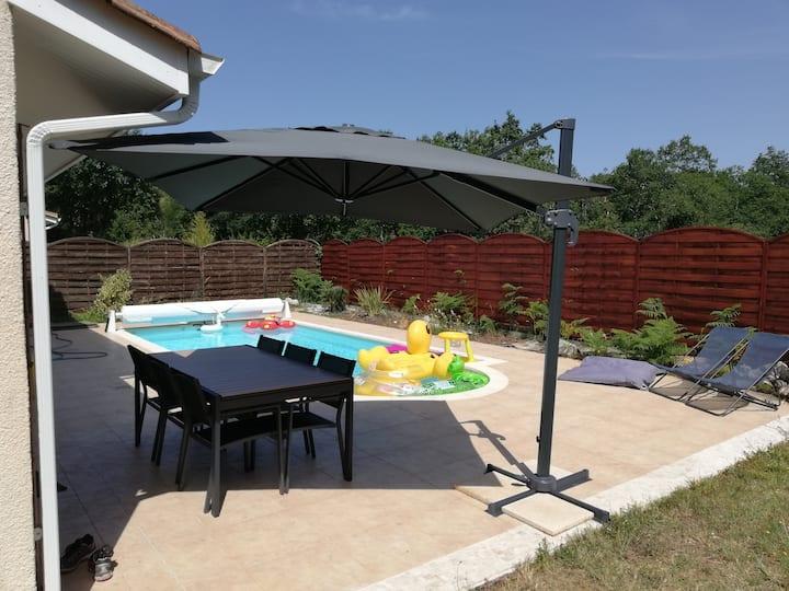 Maison familiale avec piscine et cheminée