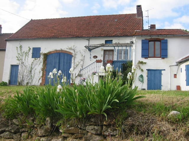 Rural cottage in small hamlet,  - Saisy - Talo