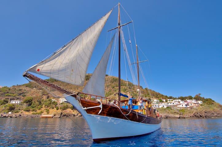 Liveaboard & Diving Safari - Sicily