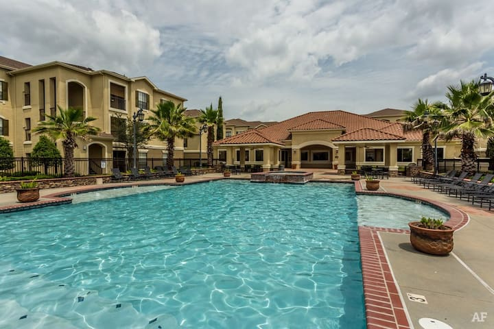 Luxury Gated Condo. Great location. Full amenities