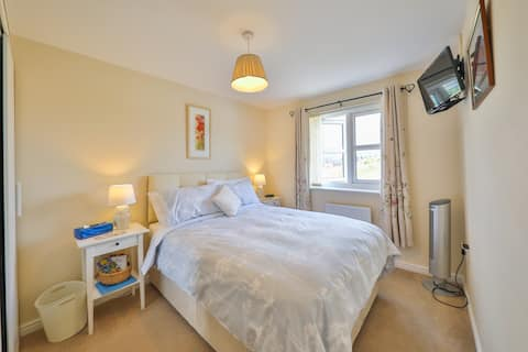 Modern and convenient home in Llanfoist