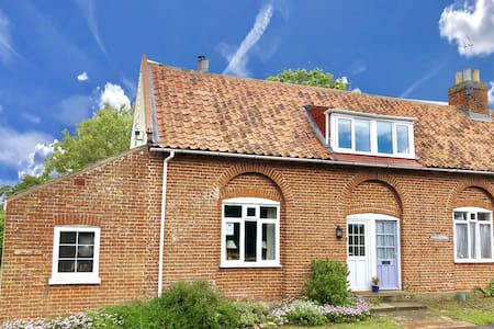 1 Tunns Cottages, Rushmere, Nr Beccles