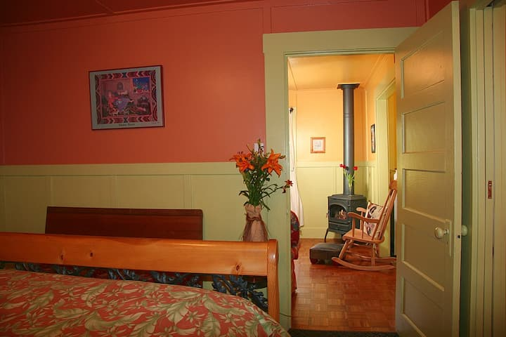 Cozy Cottage Just 2 Blocks From Downtown Calistoga