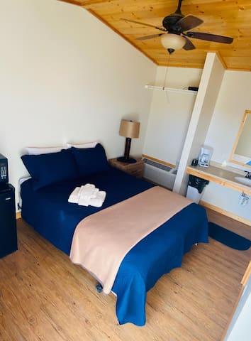 1 Bedroom Suite w/ 2 Beds